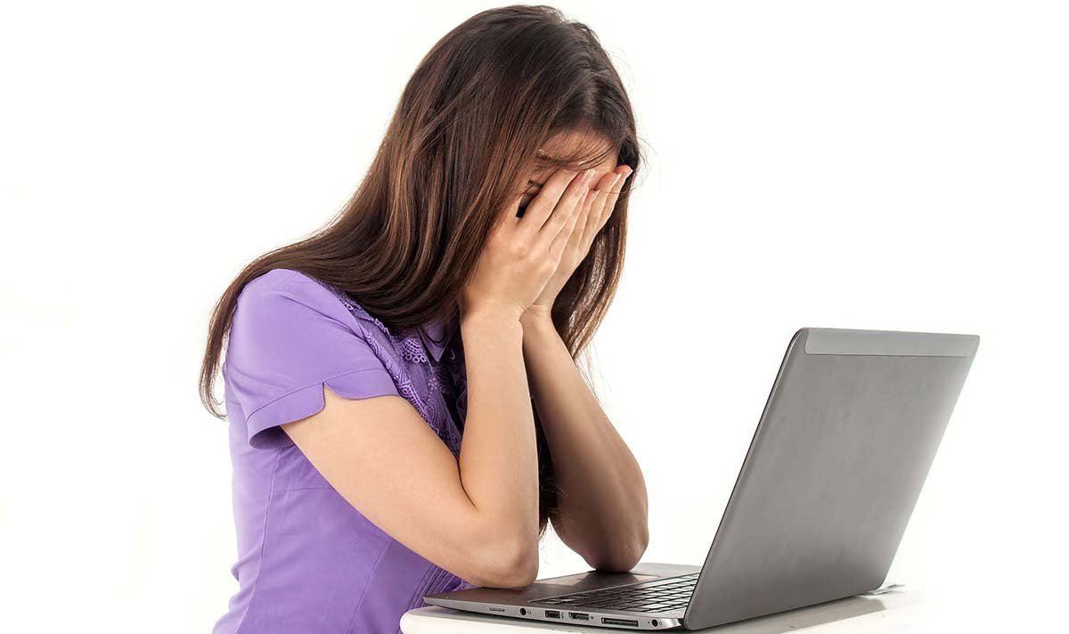 PC non si avvia - ragazza disperata